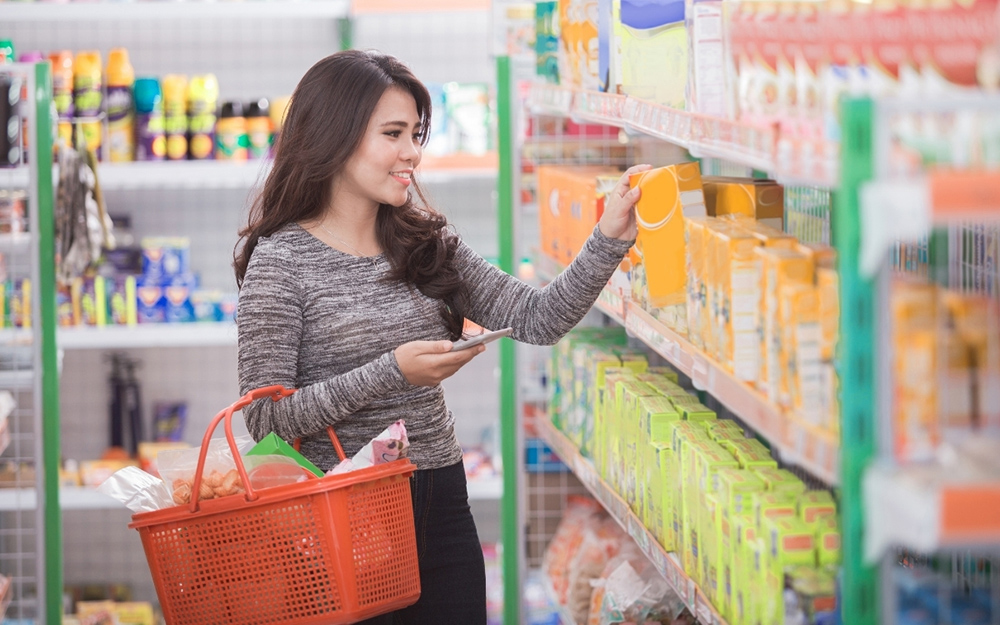 woman shopping for cleaning products